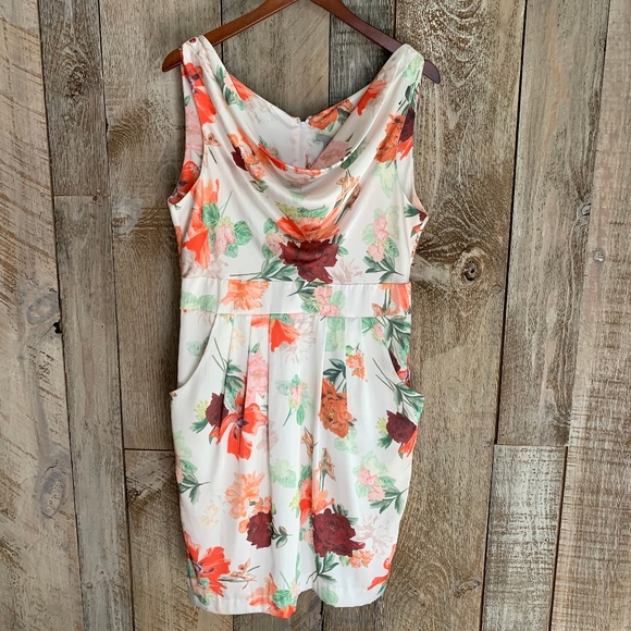 H&M Dresses & Skirts - H&M Spring Floral Short Sleeved Scoop Runched Neck